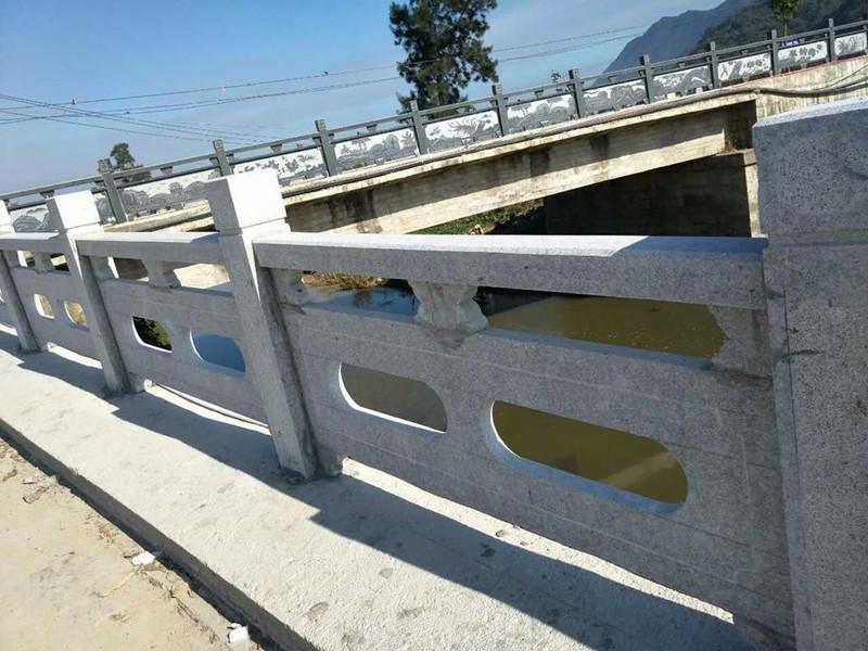 河邊石材欄桿